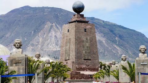 Памятник экватору (Середина мира)