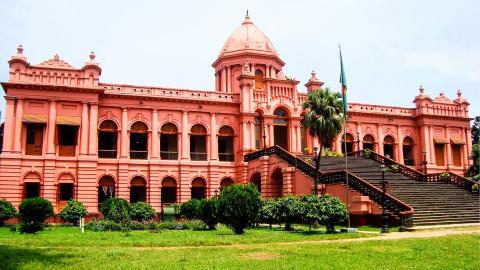 Розовый дворец Ahsan Manzil